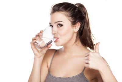 Wasser gegen Fettpölsterchen, Cellulite und Co?
